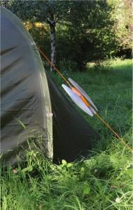 Xarius-Windturbine-an-einem-Zelt