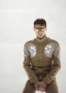 In die Fahrradjacke integrierte LEDs erhöhen die Sichtbarkeit des Fahrers. Utope